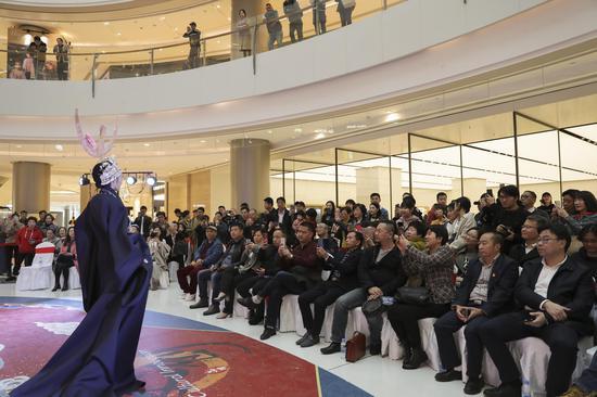 上海工艺美院首饰设计大赛颁奖典礼暨捐赠仪式举行