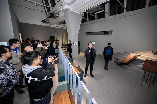 UCCA副馆长尤洋导览青山周平作品《城市寄生家具计划》