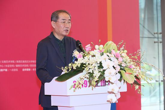 鲁迅美术学院副院长及云辉致辞