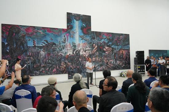 四川省文联郑晓幸主席宣布展览开幕
