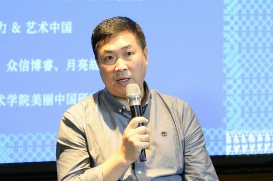清華大學美術學院副院長、學術委員會主任,清華大學藝術與設計實驗教學中心主任楊冬江教授發言