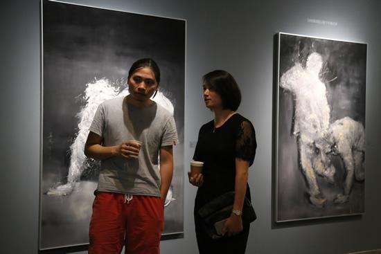 艺术家姜波、长沙前行美术馆执行馆长张丹丹