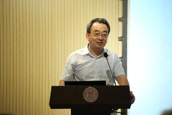 中国人民大学党委副书记、纪委书记、艺术学院院长吴付来教授致辞并宣布开班