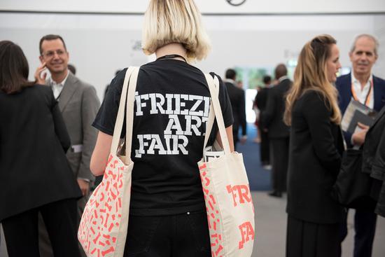 2018年伦敦弗里兹艺术博览会现场,©LINDA NYLIND:COURTESY FRIEZE