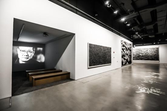德基美术馆展厅8F 水光潋滟+视频区版块