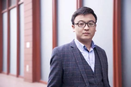 薄 胜 BRC链石资本创始合伙人,曾任乐智科技CEO,拥有多年互联网和教育行业从业经验,近年来转向区块链项目投资,拥有火币 超级节点。