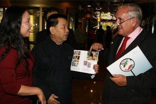 江苹与法国总理拉法兰畅谈恩师张大千艺术