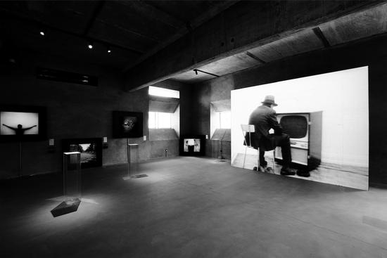 """山中天艺术中心(Wind H Art Center)开馆展""""从屏幕到观念——50年的历史""""展览现场,摄影:依子雷"""
