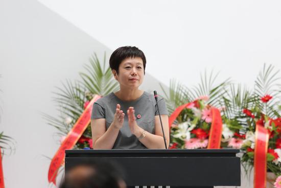 吉林艺术学院美术馆副馆长 张红梅教授主持开幕式