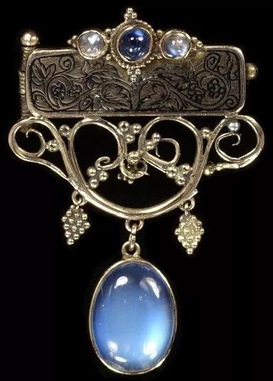 蓝色月光石胸针(雷金纳德皮尔森,1912年)