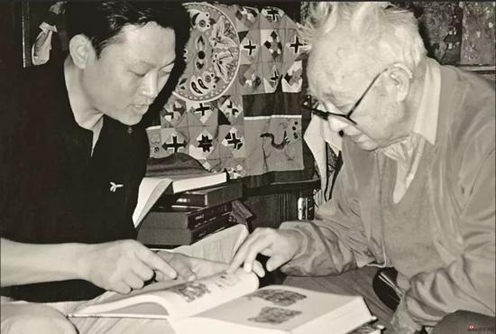 1999年,登门向王朝闻先生生求教