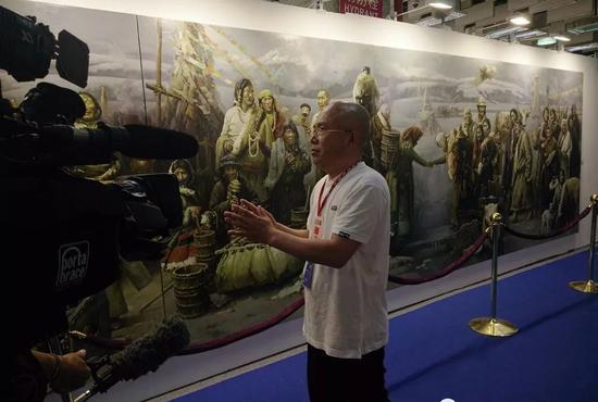 艺博会现场接受中国台湾美联社新闻台的专访。