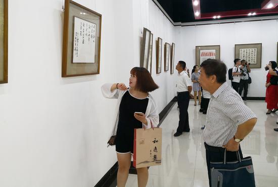 本次展览受到当地书家和观众的热烈欢迎