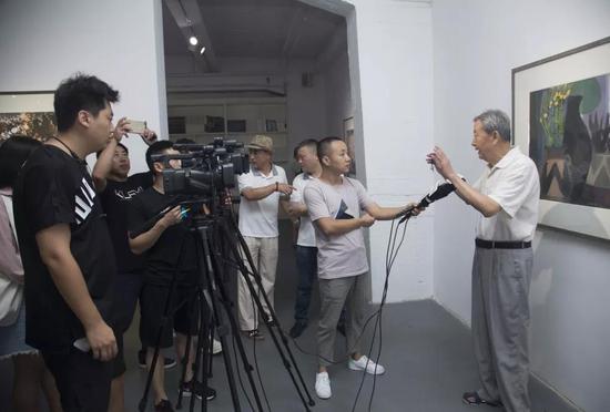 北京语言大学教授张延风接受媒体采访