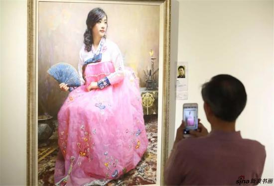(栩栩如生的朝鲜美女,必须拍个照留作纪念)