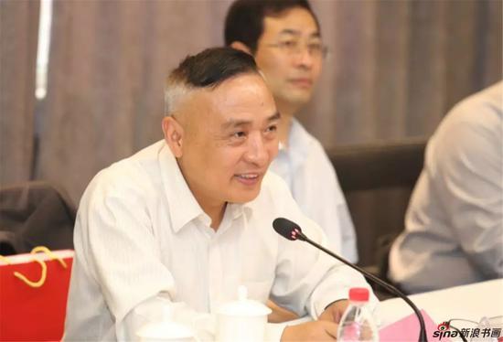 江苏省中国画学会副会长周海歌主持座谈会