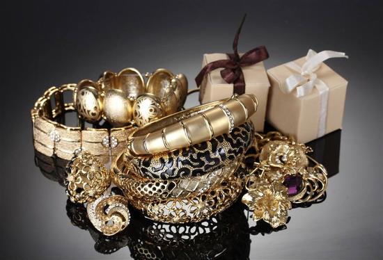 在日常生活中,黄金首饰应该如何快速鉴别?