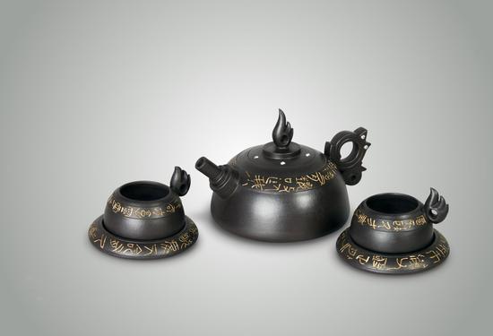 艺术家鲍曙岩作品 陶之光壶 泥料:黑拼紫泥 年代:2008 容量:420cc