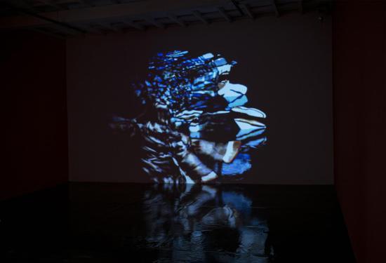 刘婷新媒体声音影像交互装置作品<舞蹈室>室内展览现场