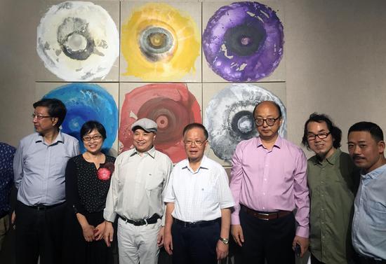 左起:朱刚、毛方、许德民、龚学平、周斌、陈耀明、杨冬白。