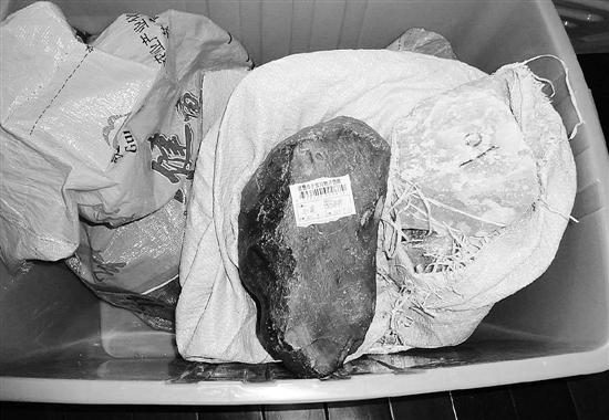 警方缴获的玉质原石
