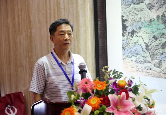 北京市文联事业发展部主任陈润华在会员大会上致辞