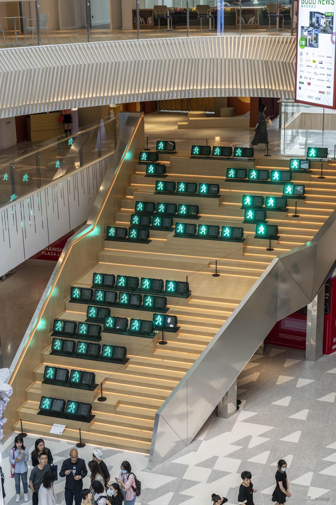 杨振中,《一二一》,2012,电子装置,尺寸可变