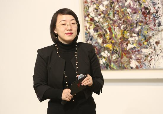 今日美术馆展览及学术副馆长晏燕主持开幕式