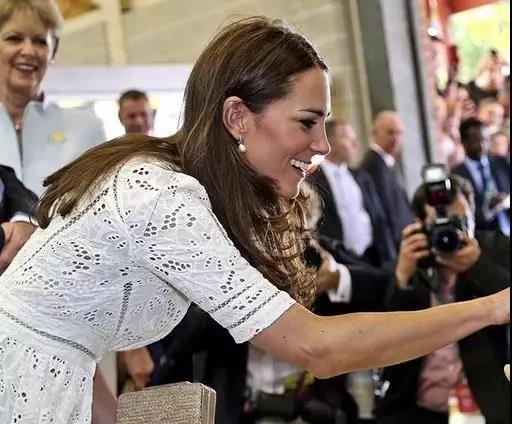 凯特王妃佩戴珍珠耳环