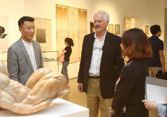 此次展览策展人、匈牙利艺术研究院美术部院士、沙劳-艾诺