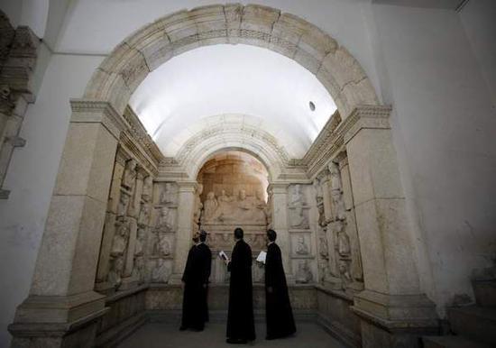 参观者在新开放的大马士革博物馆中 本文图 均为 资料图