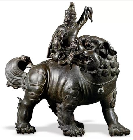 明早期  宫廷胡人戏狮香薰  46.8×22.5×46.1 cm  来源:水松石山房旧藏