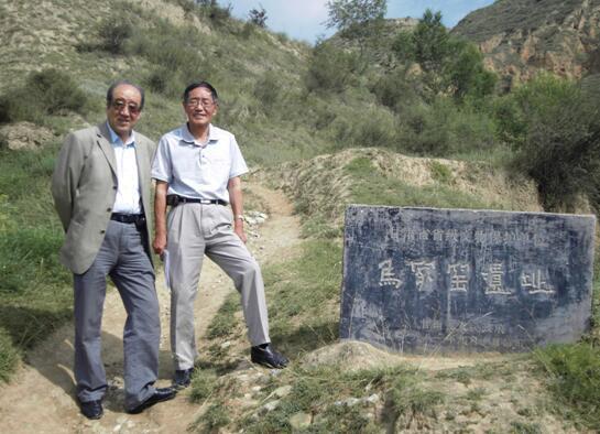 《常常考察马家窑文化遗址并得到灵感启迪》