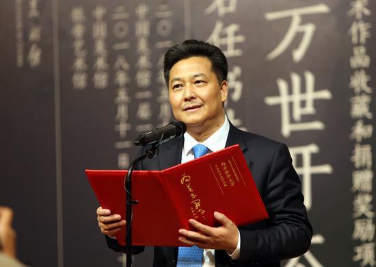 中国侨联副主席、银帝集团董事局主席朱奕龙在开幕式上致辞
