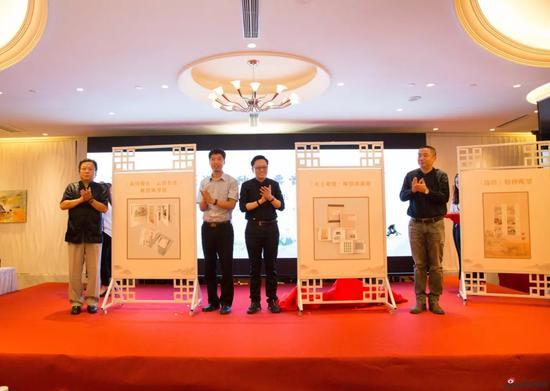高云、阎炳武、史渊和曹立冬共同为《诗经》主题藏品揭幕