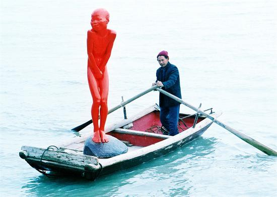 红色记忆-羞童 230x75x93cm 铜 汽车漆 2002