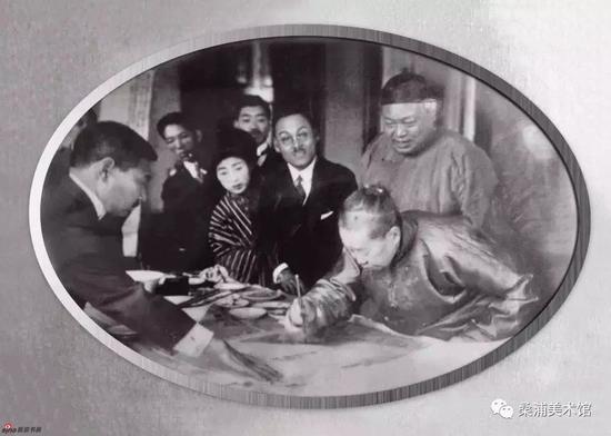 吴昌硕现场挥毫泼墨(旧照片)