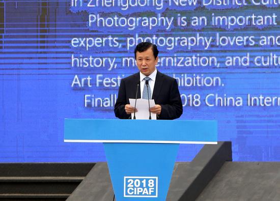 郑州市委常委、宣传部长张俊峰在开幕式上致辞