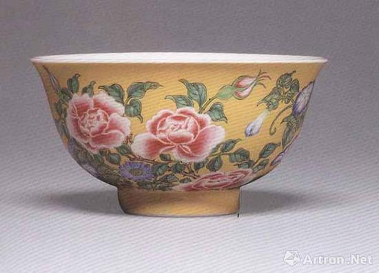 清康熙 珐琅彩黄地花卉纹碗 直径10.9厘米