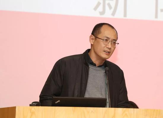 校长论坛召集人、中央美术学院实验艺术学院院长邱志杰发言