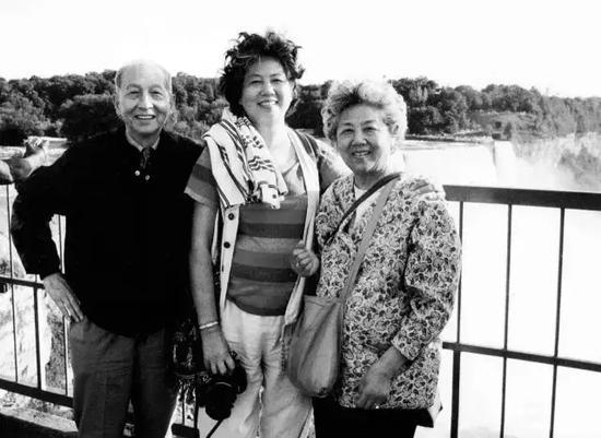 本文作者张渊女士与张守成夫妇(父母)合影与尼亚加拉大瀑布