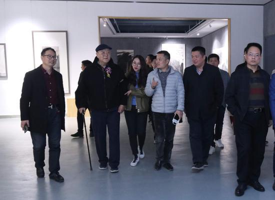 石大法山水画展在京举办