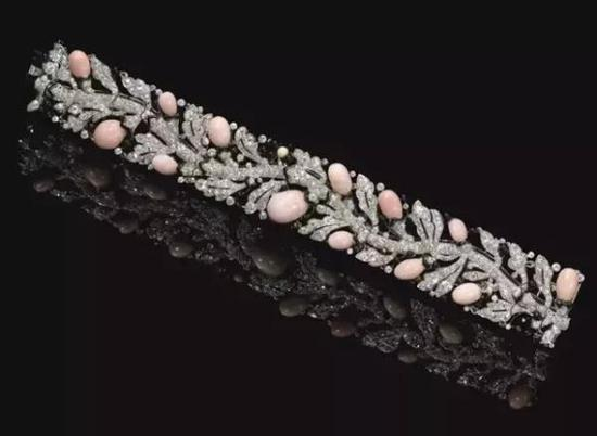 2012苏富比日内瓦秋拍,卡地亚孔克珠钻石手链以超327.4万瑞士法郎成交