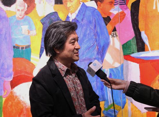 本次展览策展人,艺术家邢俊勤接受媒体采访