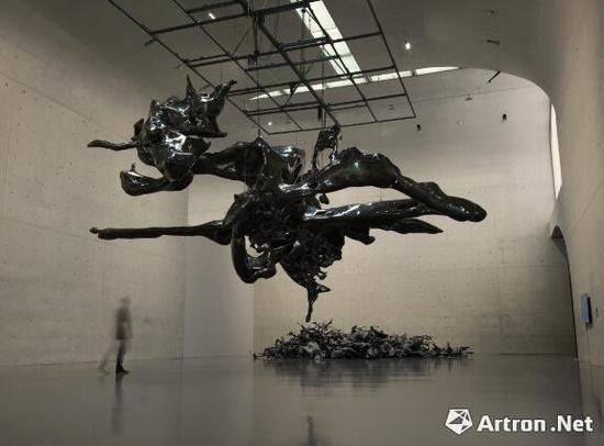 展望 《隐形20# 》不锈钢敲制3D打印雕塑,喷火枪烤色 1200x1000x600cm 2017年