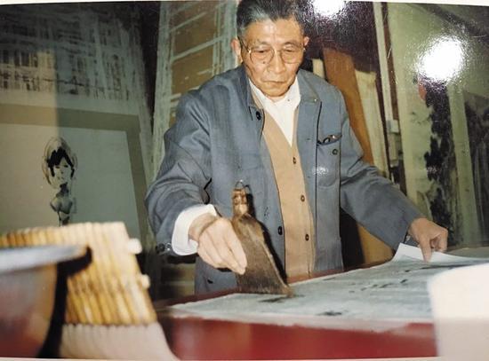 费永明师父严桂荣(资料图)