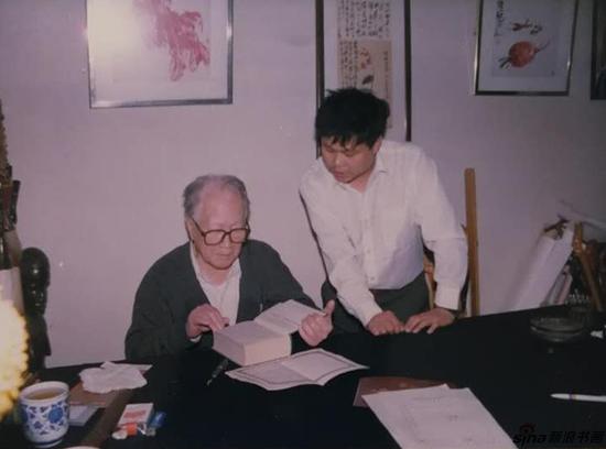 与著名画家许麟庐在一起