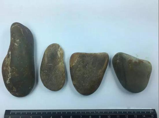 您能区分出哪块原石才是真的和田玉子料吗?