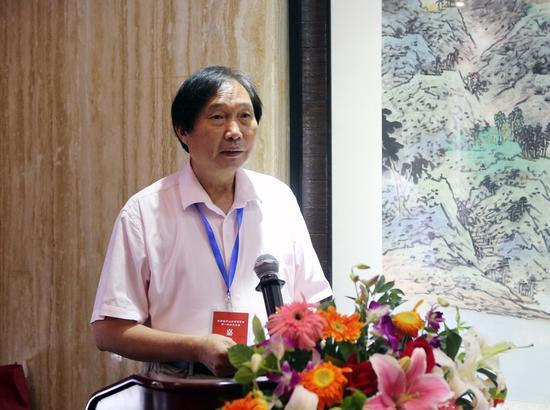 北京城市山水画研究会会长杨留义在会员大会上致辞