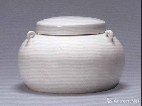 明永乐 甜白釉刻牡丹纹三系盖罐 高10.3厘米 直径15.5厘米